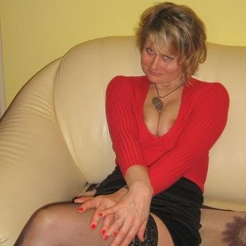 Ik zoek een man die wat dominant kan zijn om mij te laten doen wat hij wil.