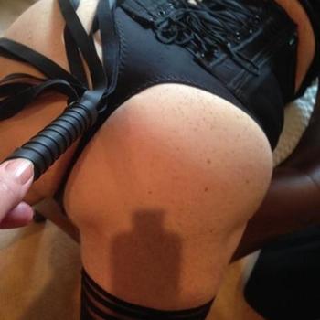 Zoek een man, die mij wil behandelen als zijn slavin.
