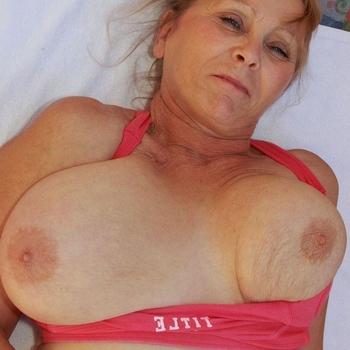 Oudere dame met een grote behoefte aan erotiek.